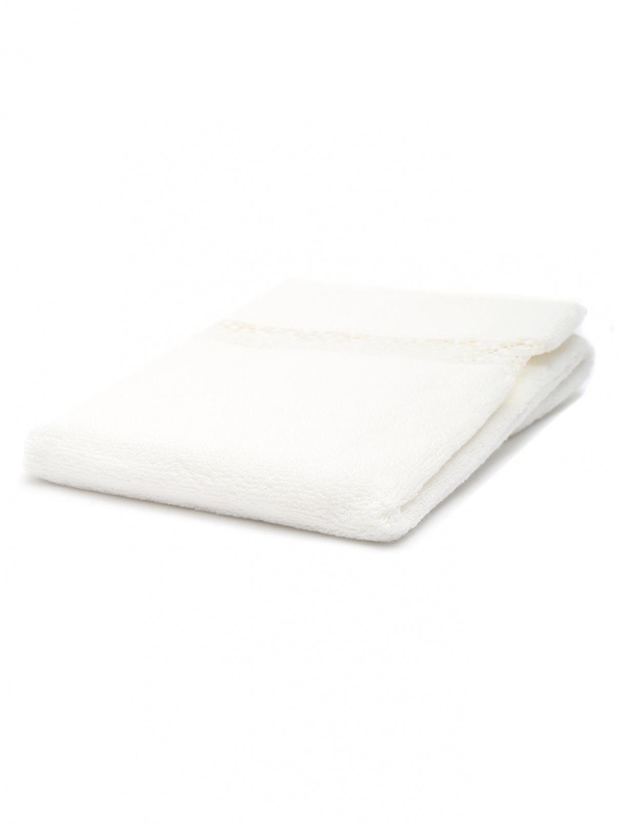 Полотенце из хлопковой махровой ткани с кружевной вставкой Frette  –  Общий вид